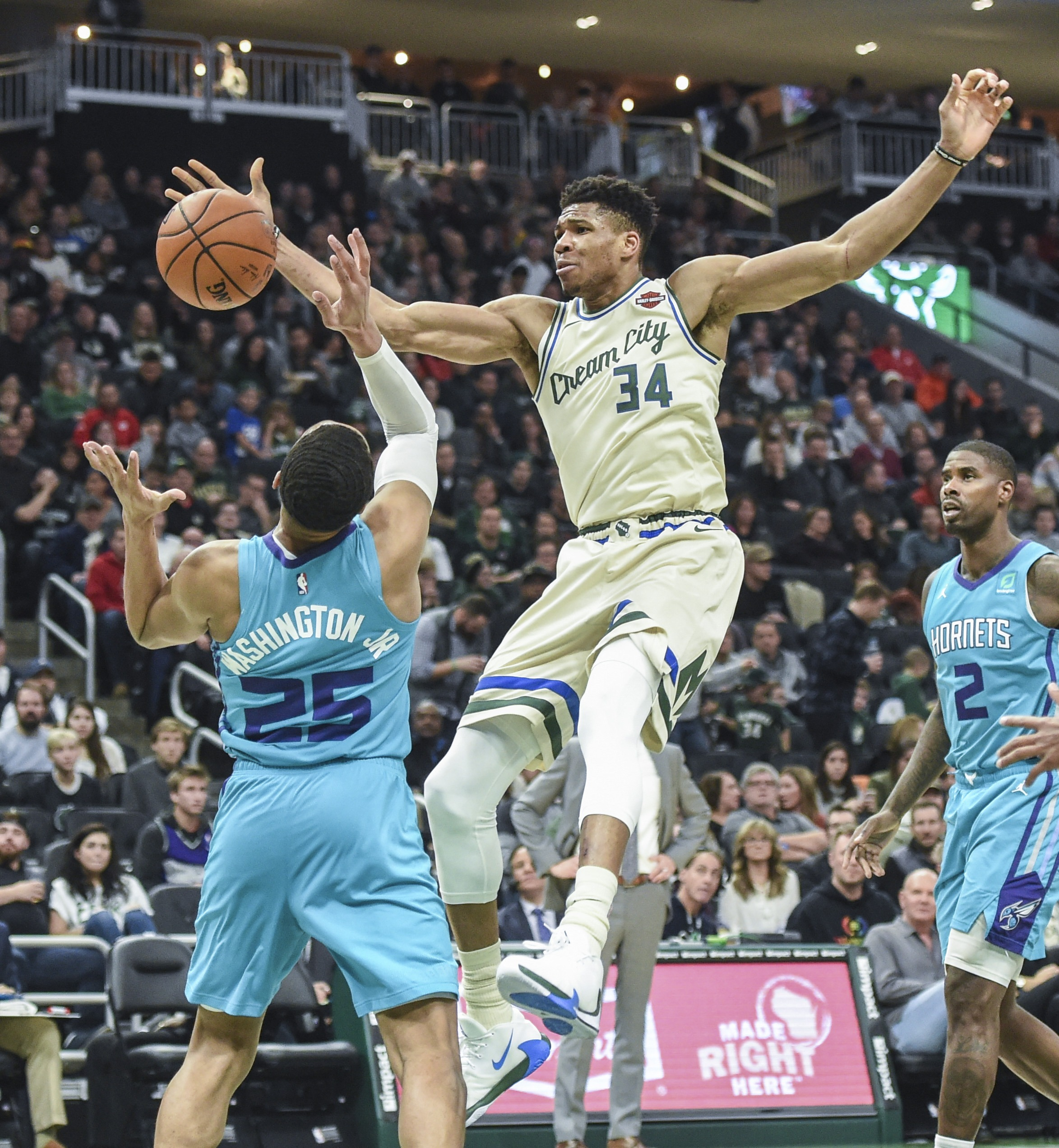 NBA: Charlotte Hornets at Milwaukee Bucks
